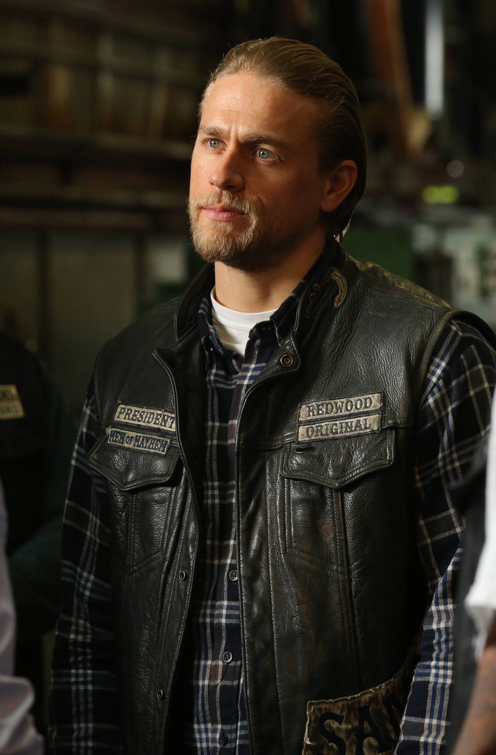 25 Pictures Of Charlie Hunnam On Sons Of Anarchy That Are Nothing Short Of Badass Sons Of Anarchy Characters Sons Of Anarchy Jax Sons Of Anarchy