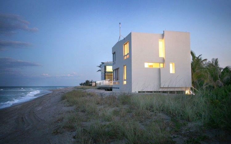 Beach Road 2 House by Hughes Umbanhowar Architects | HomeDSGN