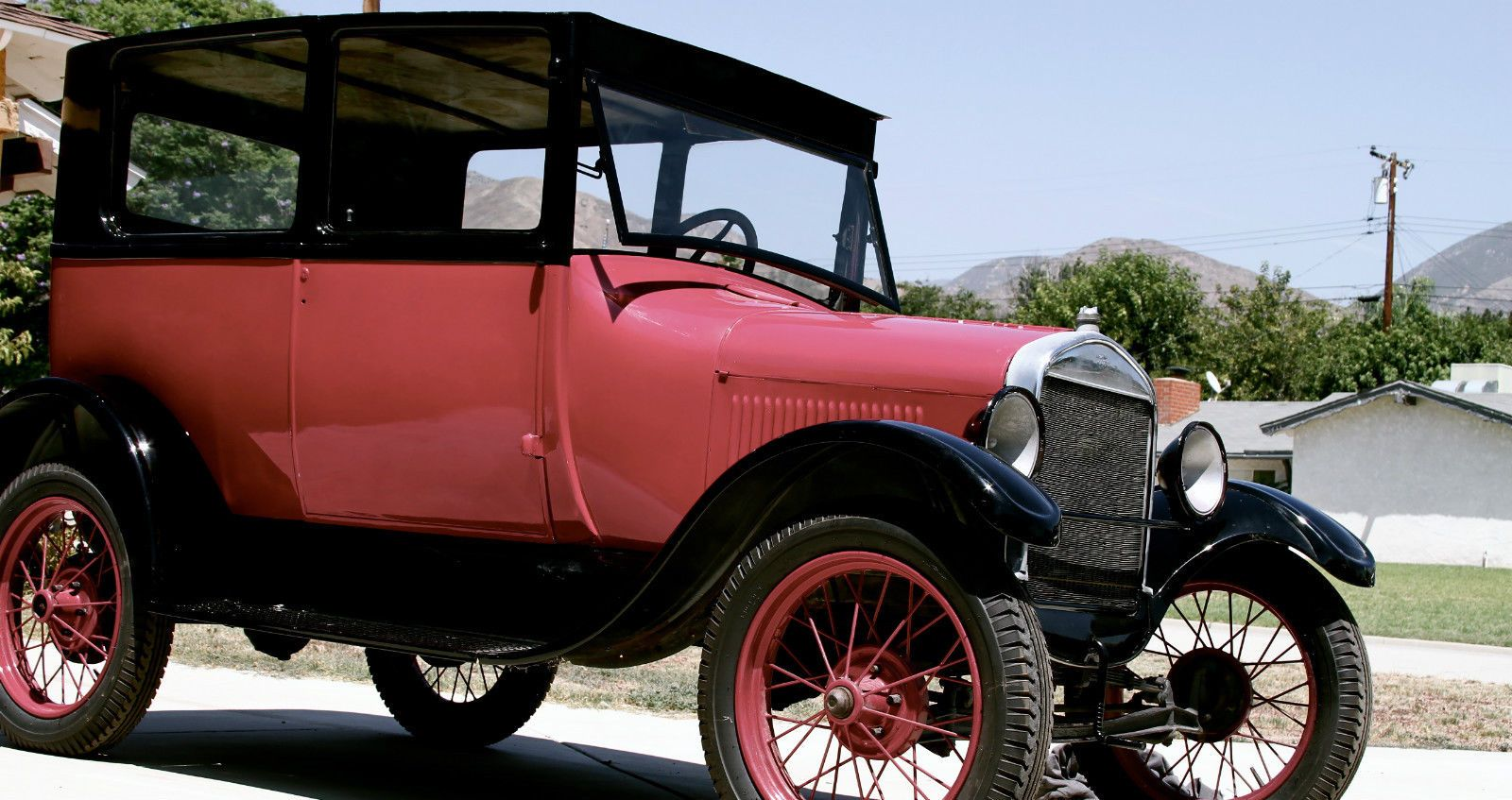 Ford: Model T 2 door sedan | Ford models, Ford and Sedans