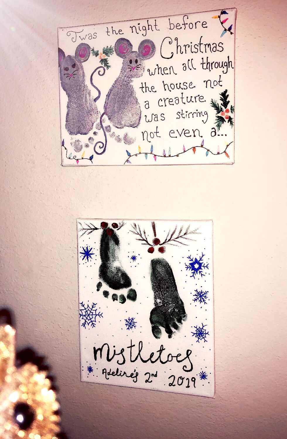 Christmas footprint crafts with your children  #mistletoesfootprintcraft