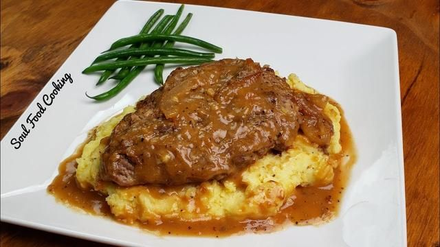 Smothered Cubed Steak and Mashed Potatoes Recipe -