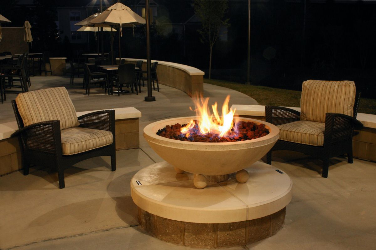 Gentil Attractive Grade Bowl Fire Pit With Circle Table Under It Surrounding  Ergonomic Arm Chairs