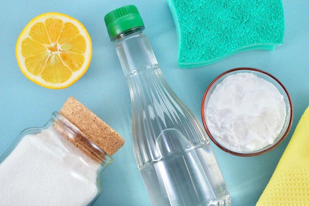 Den Verkalkten Duschkopf Kann Man Mit Hausmitteln Wie Essig Zitronensaure Oder Backpulver Entk Naturliche Reinigungsmittel Putzmittel Selbstgemacht Putz Hacks