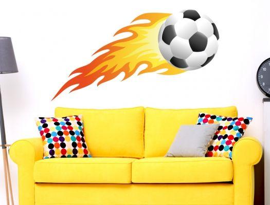 Unique Wandtattoo Sportmotiv mit brennendem Fu ball und Flammen