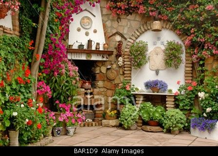 Andalucia Patio Patios De Mayo Flowers In Bloom Spain Spanish Patios