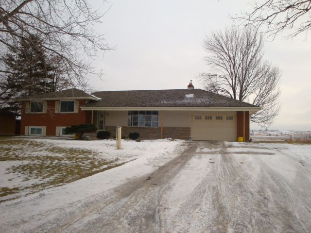 Move right into this 3+1 bedroom sidesplit on the edge of town close to parks, shops & rec centre. Gleaming hardwood floors in the large living & dining rooms, great for entertaining.  Eat in kitchen with stainless steel appliances & w/out to large lot overlooking country farmland. Finished bsmt offers rec room, 4th bdrm & 3 pc bath. Great location, country living yet in town!  $369,900.  COLDWELL Banker Ronan Realty   DEBBIE TERRY, Sales Representative   705-828-5478