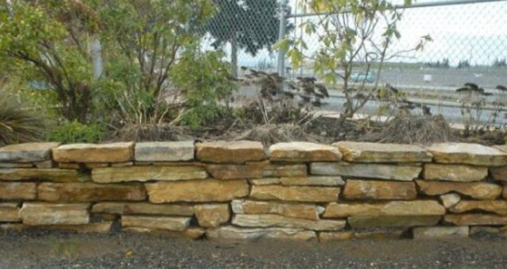 Flagstone Retaining Wall How To Dry Stacked Flagstone Wall Stone Walls Garden Stacked Stone Walls Diy Stone Wall