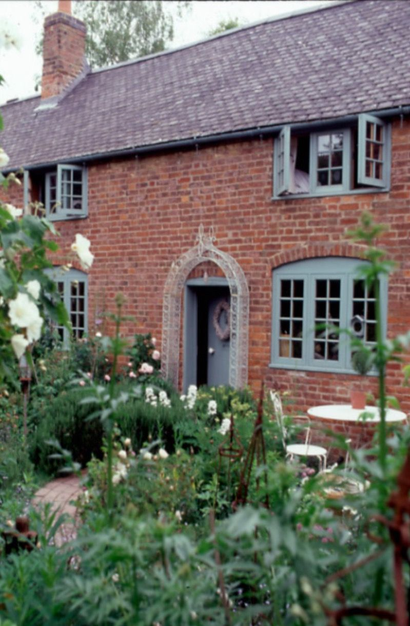 Grey blue red brick a match made in heaven country for Brick cabin