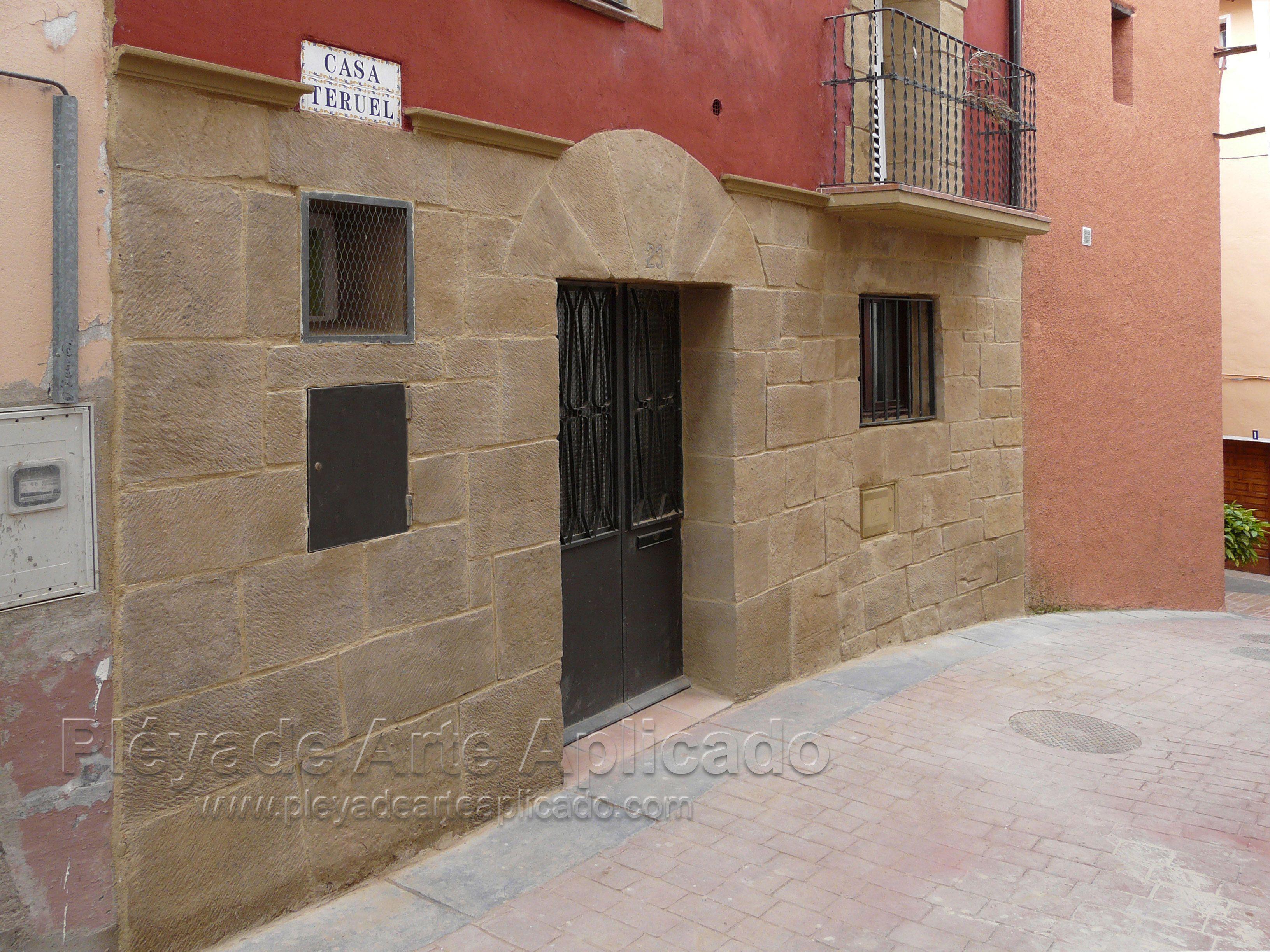 Decoraci n de fachada con piedra artificial y estuco - Piedra artificial para fachadas ...