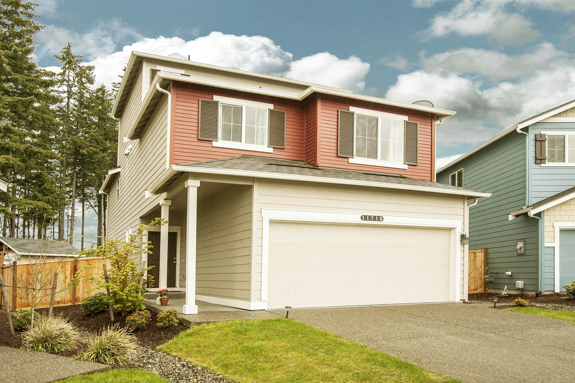 Beautiful Tri Level Puyallup Home In Lipoma Firs With Stunning View Of Mt Rainier This Young Dr Horton Ho Horton Homes Dr Horton Homes Home