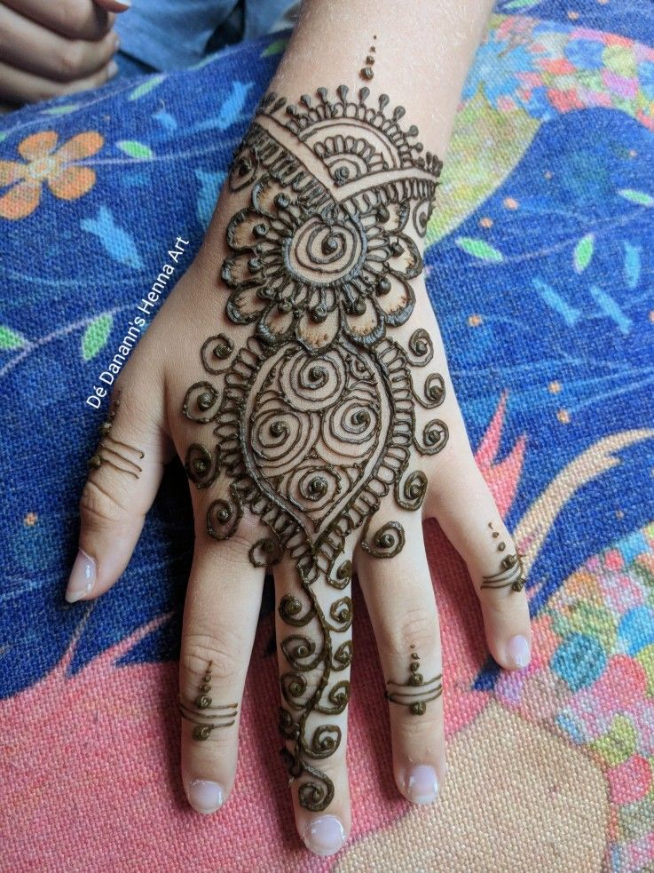 Call me for a temporary henna tattoo booking individual