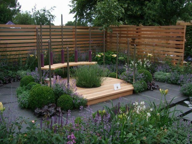 Kleingarten anlegen Sitzecke gestalten modern Blumen Stufen ...