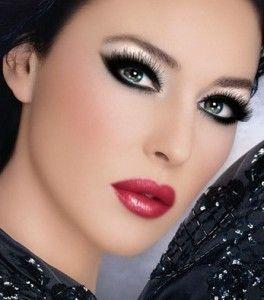 Elegante y llena de brillo :) Te verás hermosa con un labial rojo.