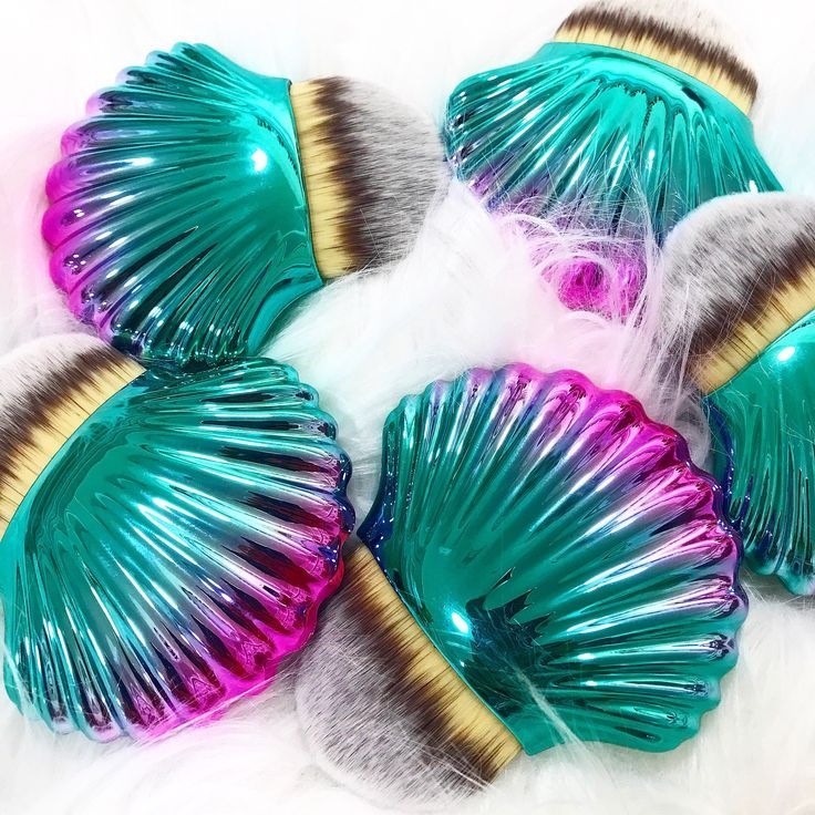 How great are these mermaid shell makeup brushes
