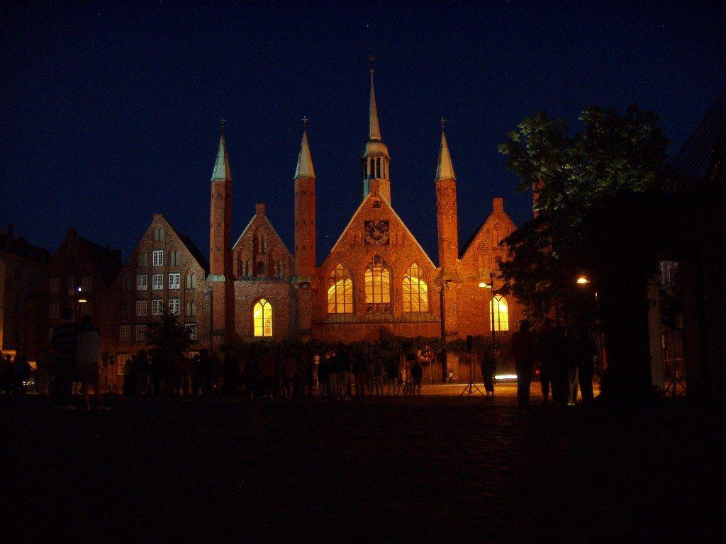 Heiligen Geist Hospital at night