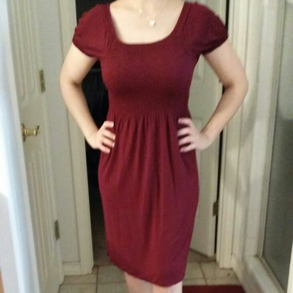 6$ if bundled....Maroon baby doll dress Super soft baby doll type dress. Flows with your body and hugs the body. Good with flats or make it more dressy with nice high hees and a bold stunning necklace. Worn once to a baby shower.. Authentic Dresses