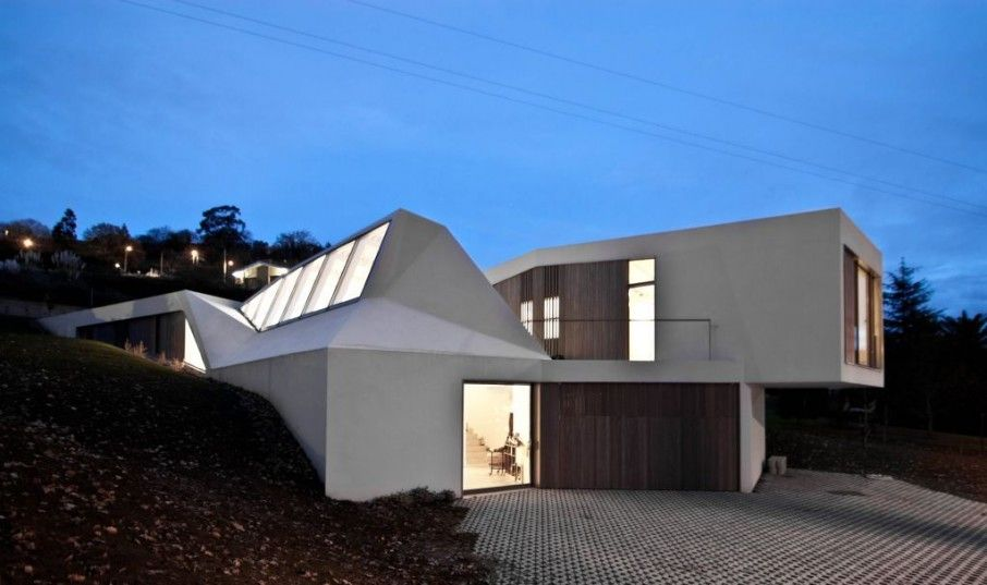 Futuristic Lara Rios House with Lawn Top: Great Lara Rios Home Design Exterior With Modern Small Home Shaped Decor With White Wall Color Sty...