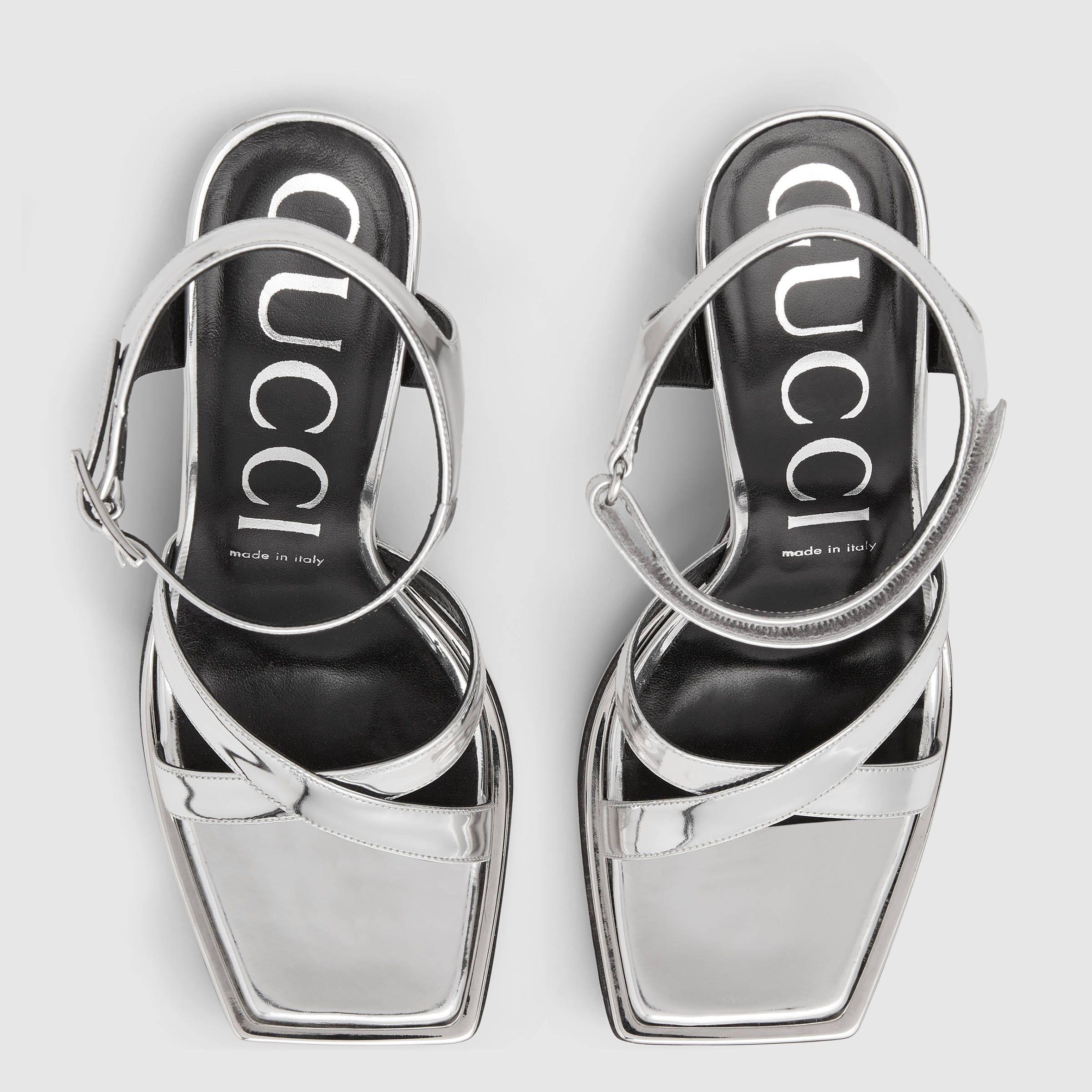 54a662316 Sandalia con Plataforma de Piel Metalizada - Gucci Sandalias Planas  513714BRK008106