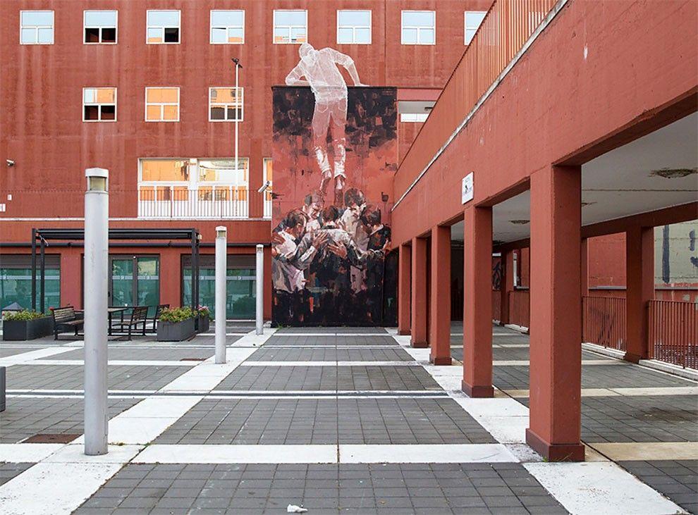 Giant 3D Mixed Media Street Art Sculpture Climbs Università Bicocca In Milan