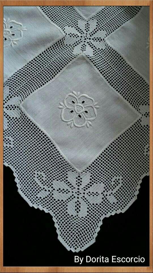Toalha em crochet com bordado Madeira | mantel | Pinterest ...