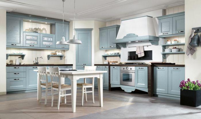 cocinas modernas pequeñas, cocina rústica en blanco y azul con mesa ...