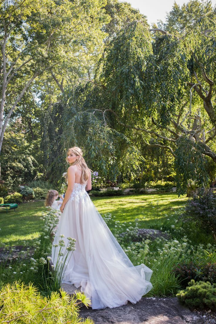 Tendance robe de mariée whimsical wedding dress grooms