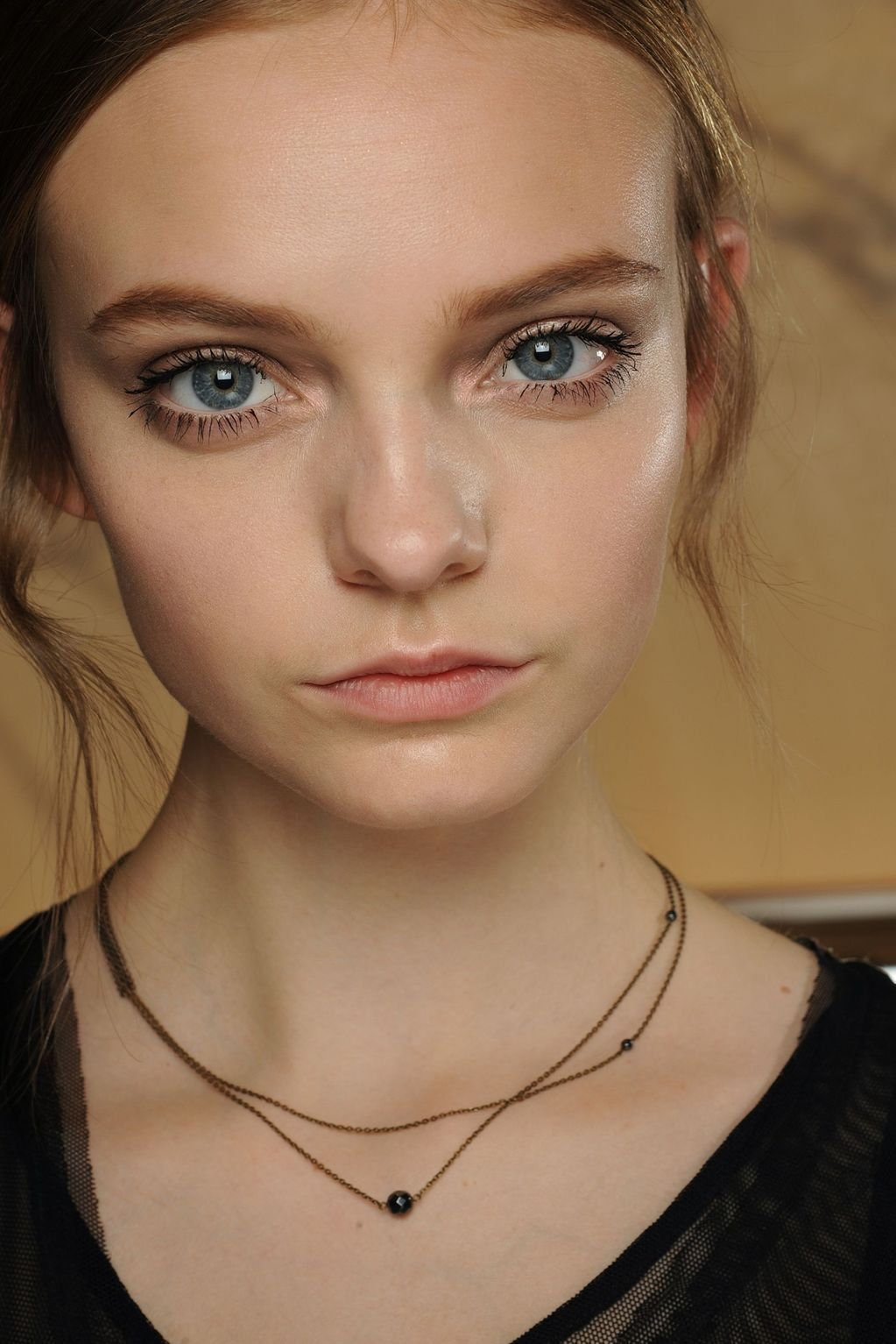 Nose piercing ripped out  Nimue Smith  Modellen  Pinterest