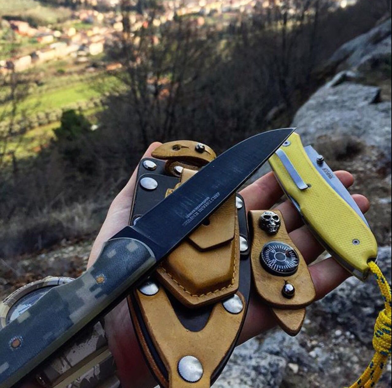Day hike carrying some new gear. #dayhike #hills #adventures #hikingadventures #knives #knifepic #rocks #fixie #bladearmour #tacticool #multicam #knifenut #knifeaddicted #trecking #abudhabiknives #panorama #everydaycarry #everyday_tactical #pocketdump #geardump #gear #tacticool