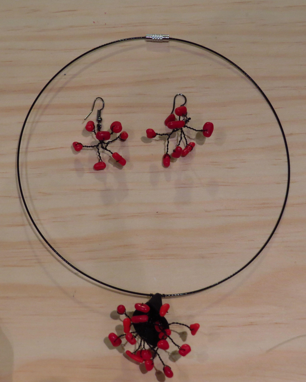 Un conjunto de collar - pendientes de coral