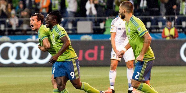 Nelson Valdez scores in the 12th minute to give Seattle a