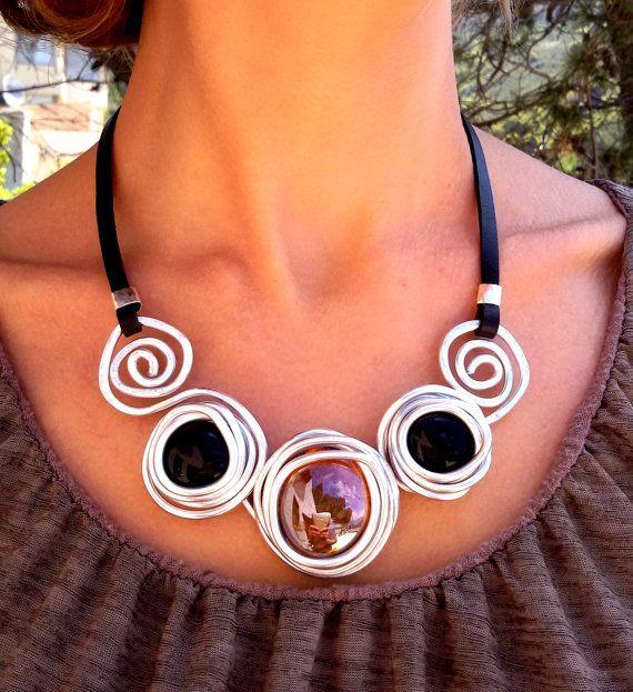 Collar llamativo de cuero negro, collar de plata, collar elegante de piedra envuelta, collar de boda, collar de dama de honor, regalo de la madre.