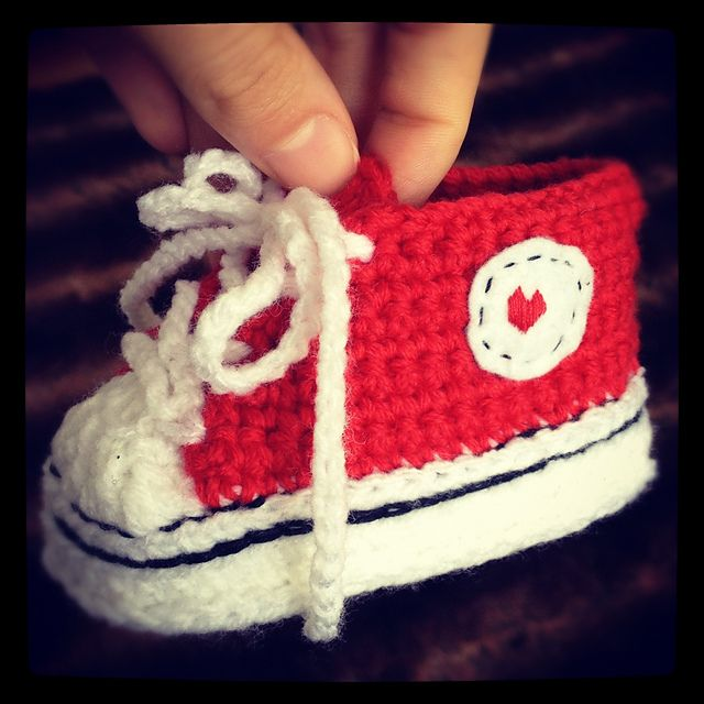 Crocheted Baby Converse - FREE Crochet Pattern and Tutorial by ...