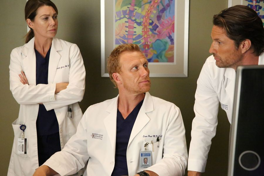Meredith, Owen and Nathan in Grey\'s Anatomy 13x04 \