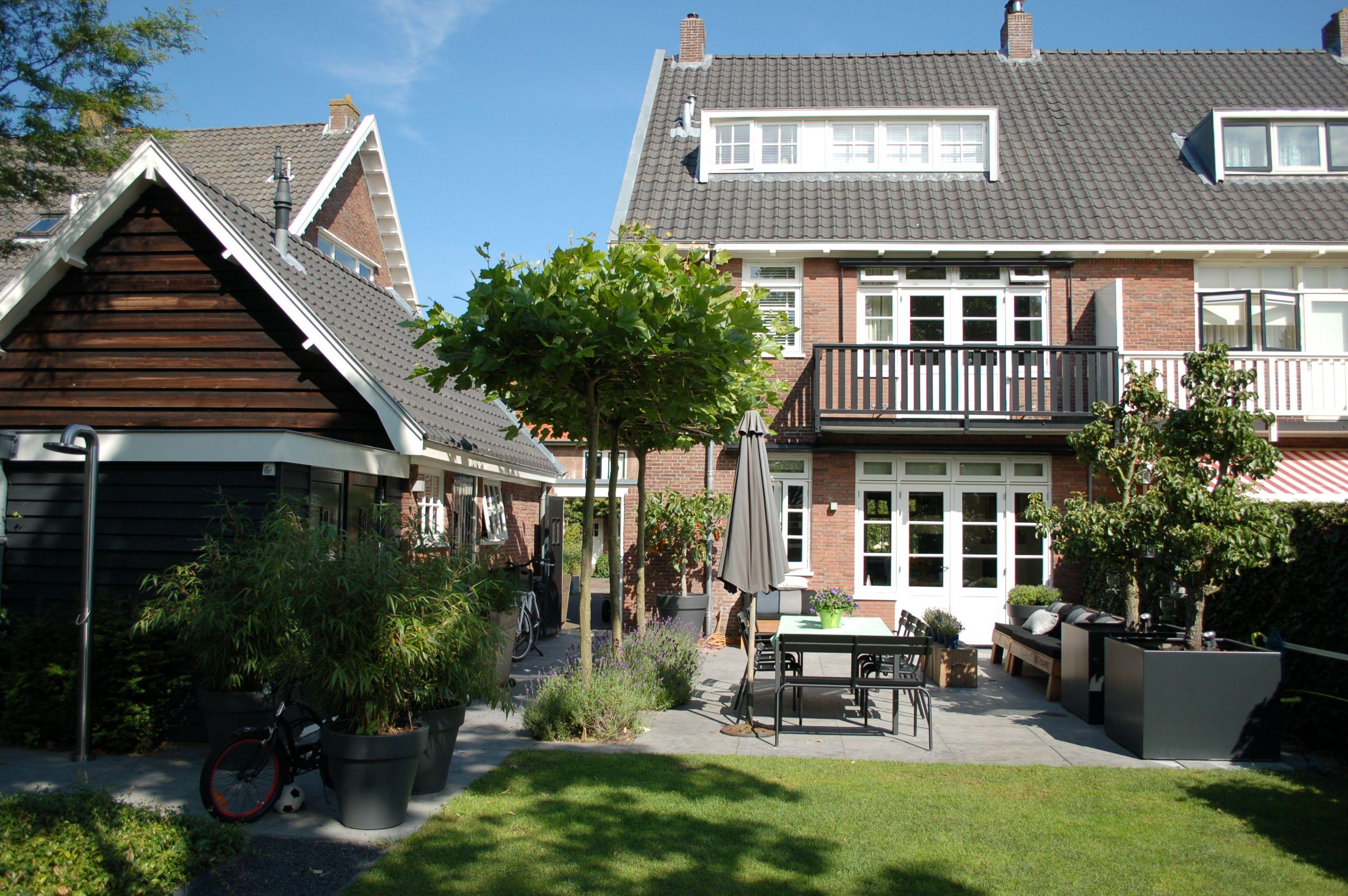 Strakke gezellige achtertuin in heemstede ontwerp en for Tuinontwerp heemstede
