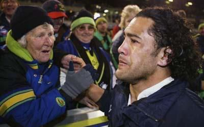 Greatest Canberra Raiders Moments 16 Wiki S Final Games 2004 Ruben Wiki Gave 12 Seasons To The Canberra Raiders Ankle Ligaments Plastic Cast Rugby League