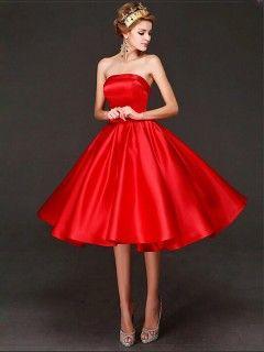robe demoiselle d 39 honneur rouge satin courte chic mode elegance chic in 2019 strapless. Black Bedroom Furniture Sets. Home Design Ideas