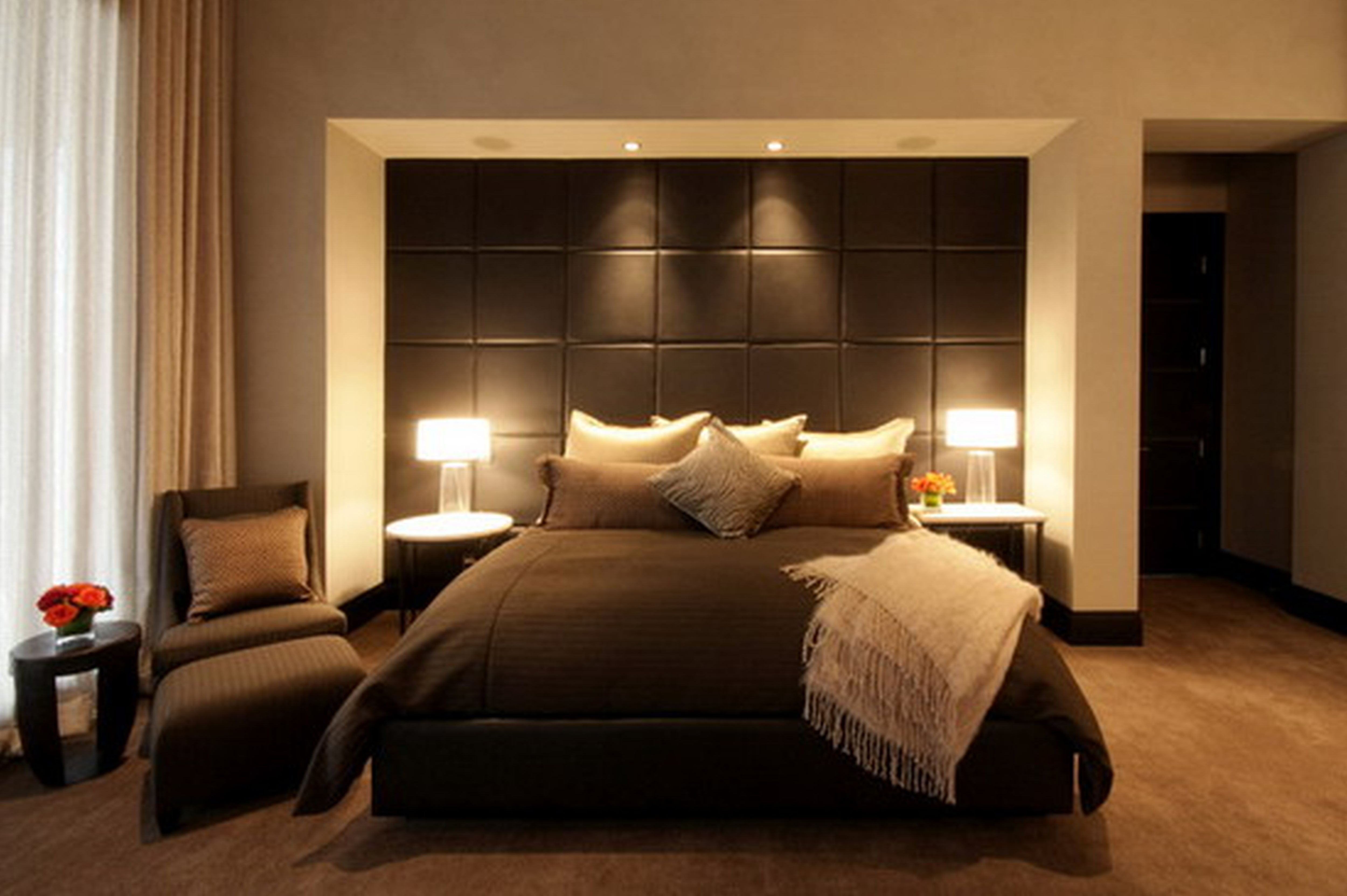 Stylish Master Bedrooms Ideas With Carpet Flooring