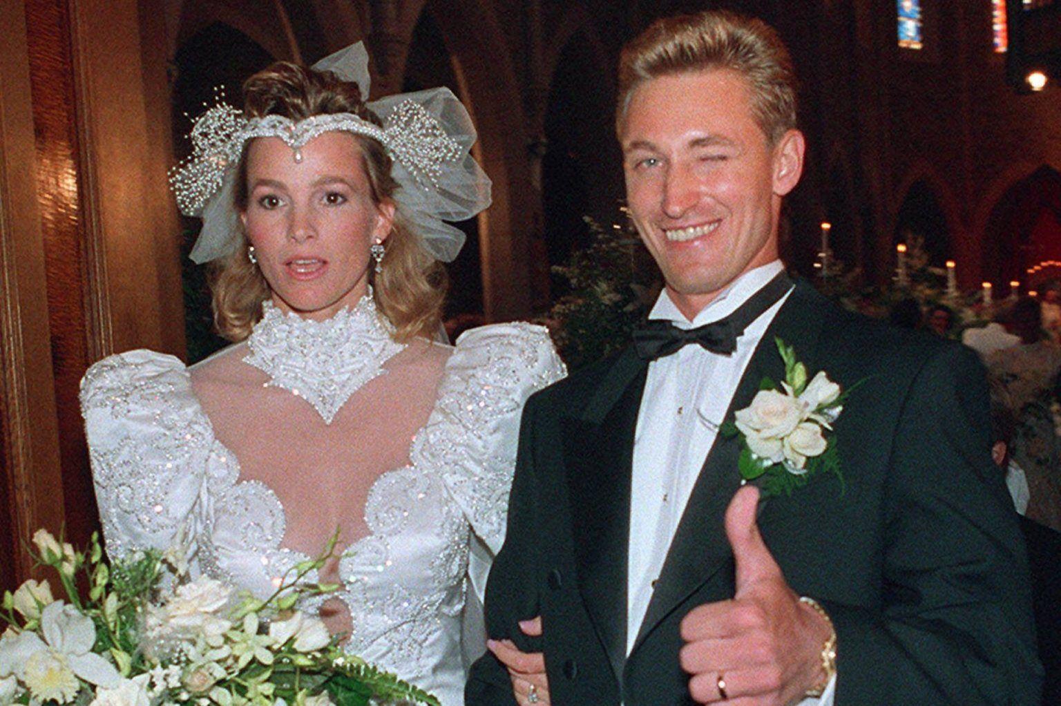 Gretzky, July 16, 1988   Celebrity wedding photos, Hollywood wedding ...