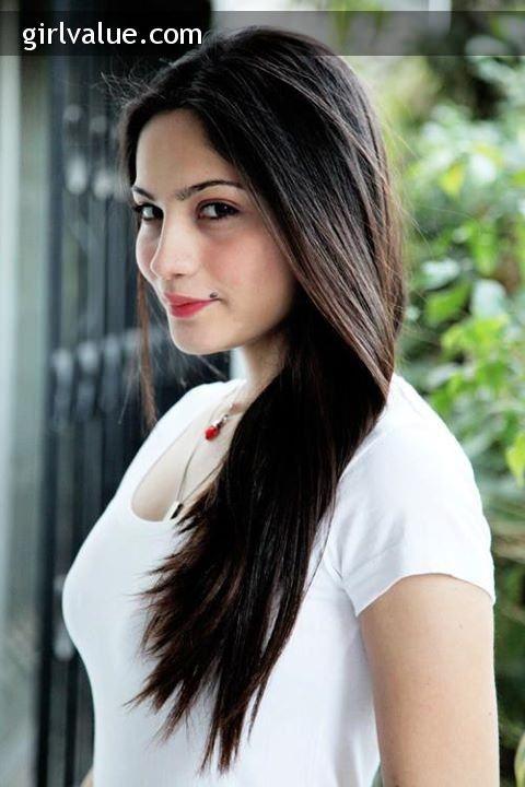 +: Pakistani Actress Neelam Muneer in Short White Dress http://www.girlvalue.com/photo/1973/pakistani-actress-neelam-muneer-in-short-white-dress