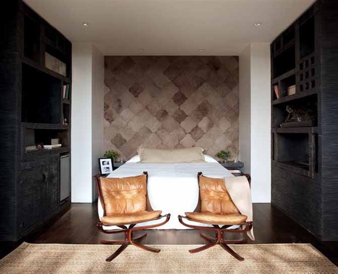 the unconventional bed-end seating & the neutral palette