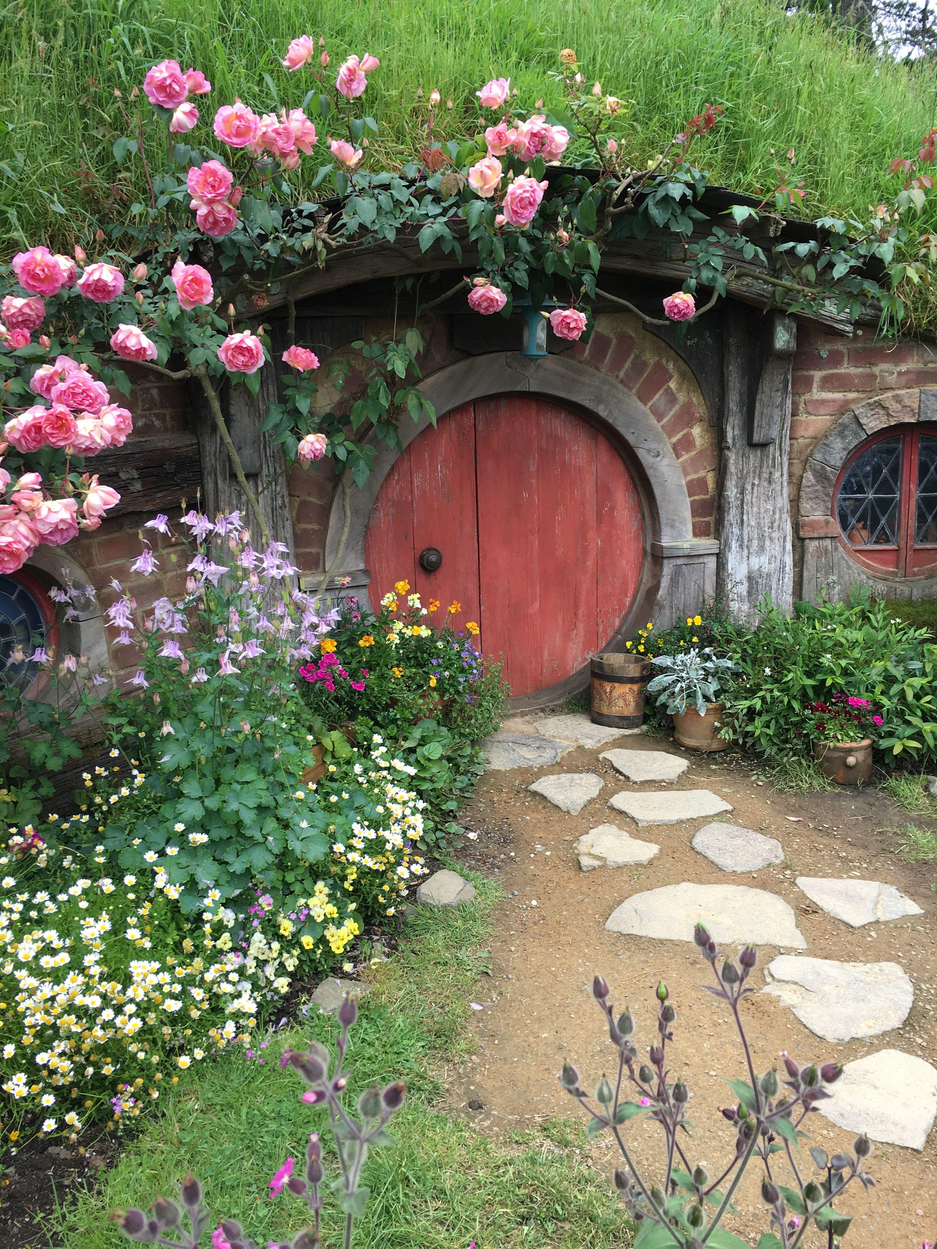 Hobbit Village in New Zealand | Jardinería de hadas, Arcos ...