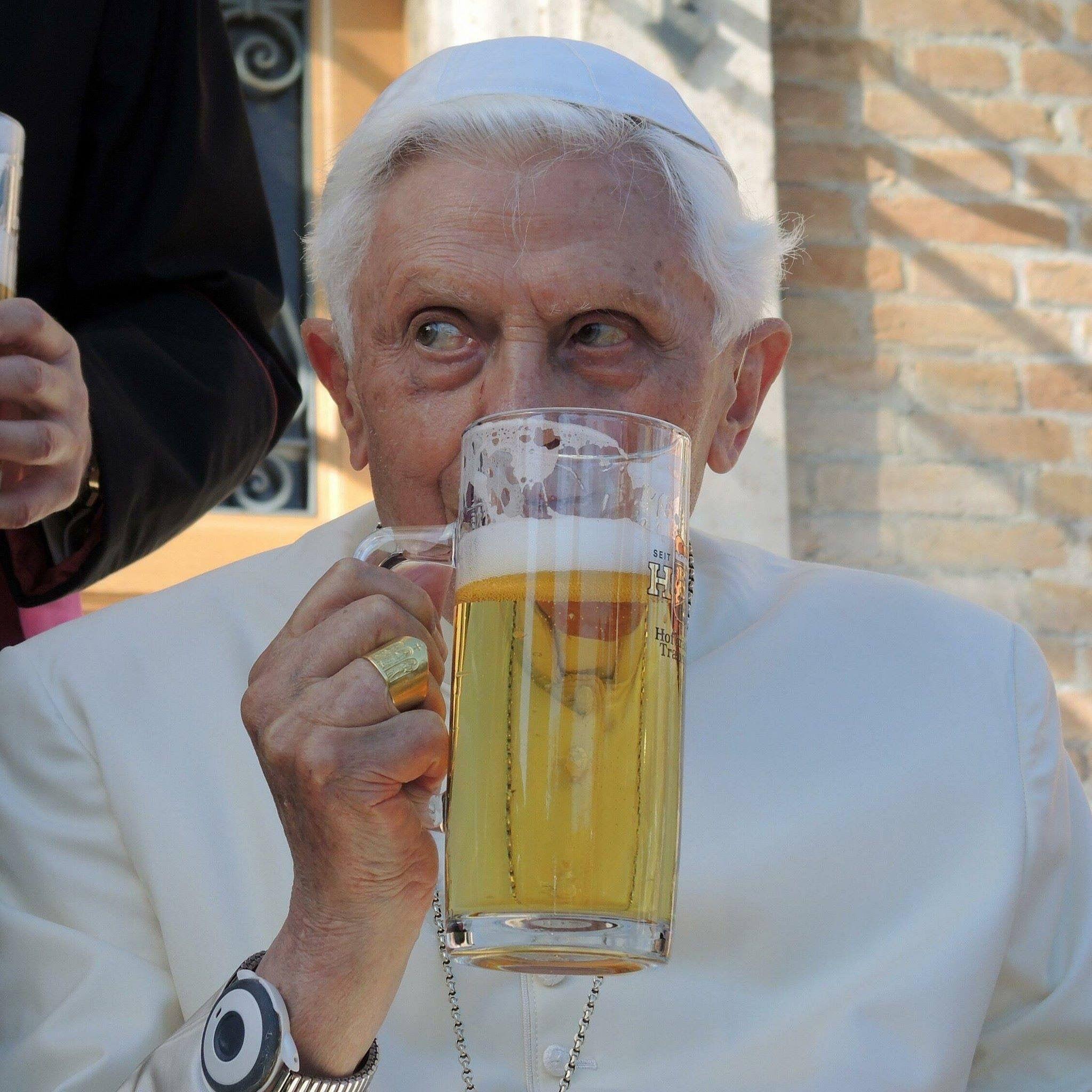 Pin De Vicki Hammond Em Holy Father Cerveja Igreja Catolica Igreja