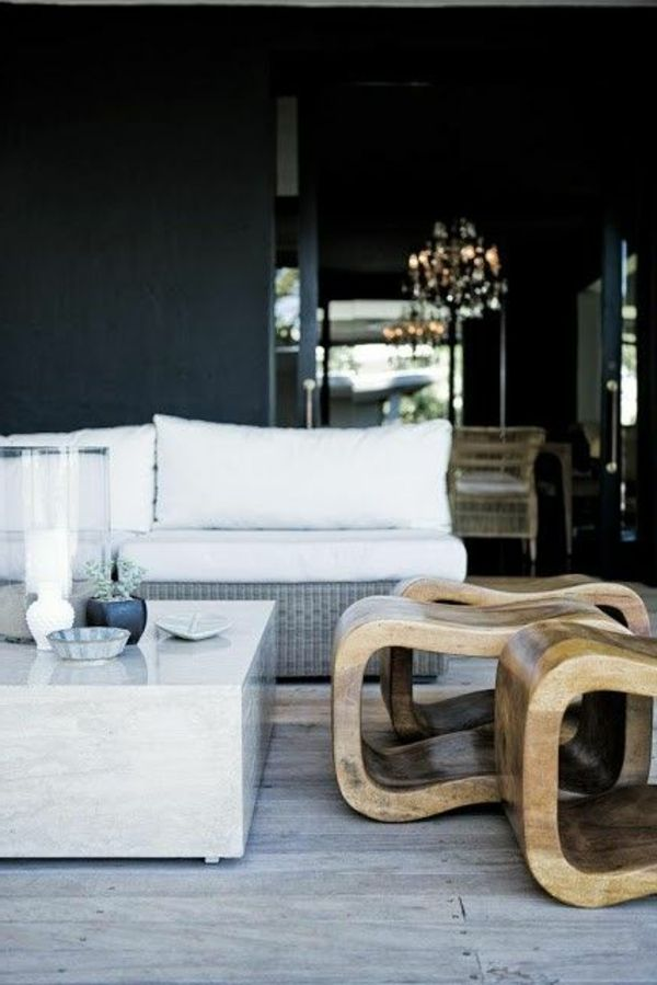 Dunkle Ewandgestaltung Weiße Möbel
