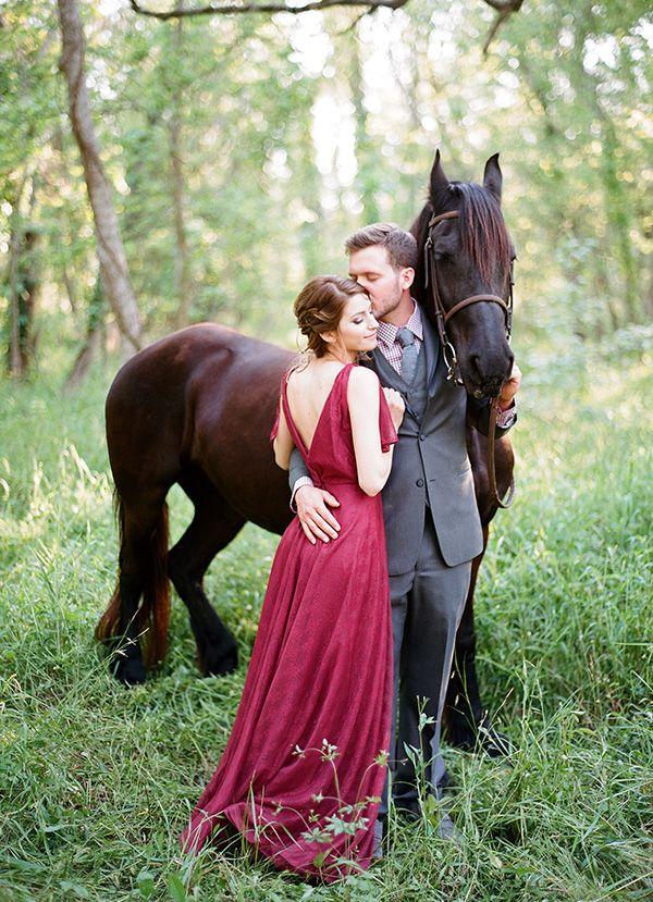 Romantisch! Marsala jurk | Paard | Fotoshoot