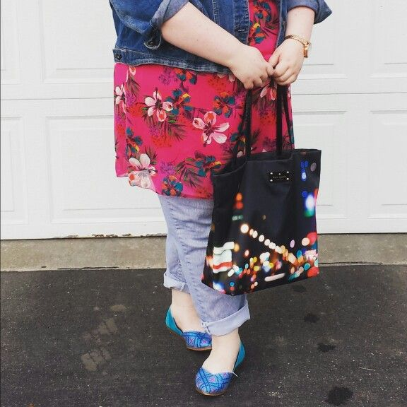 A better look at my TOMS and Kate Spade tote @lindseyherzog @doppeluapp #doppelswiftie