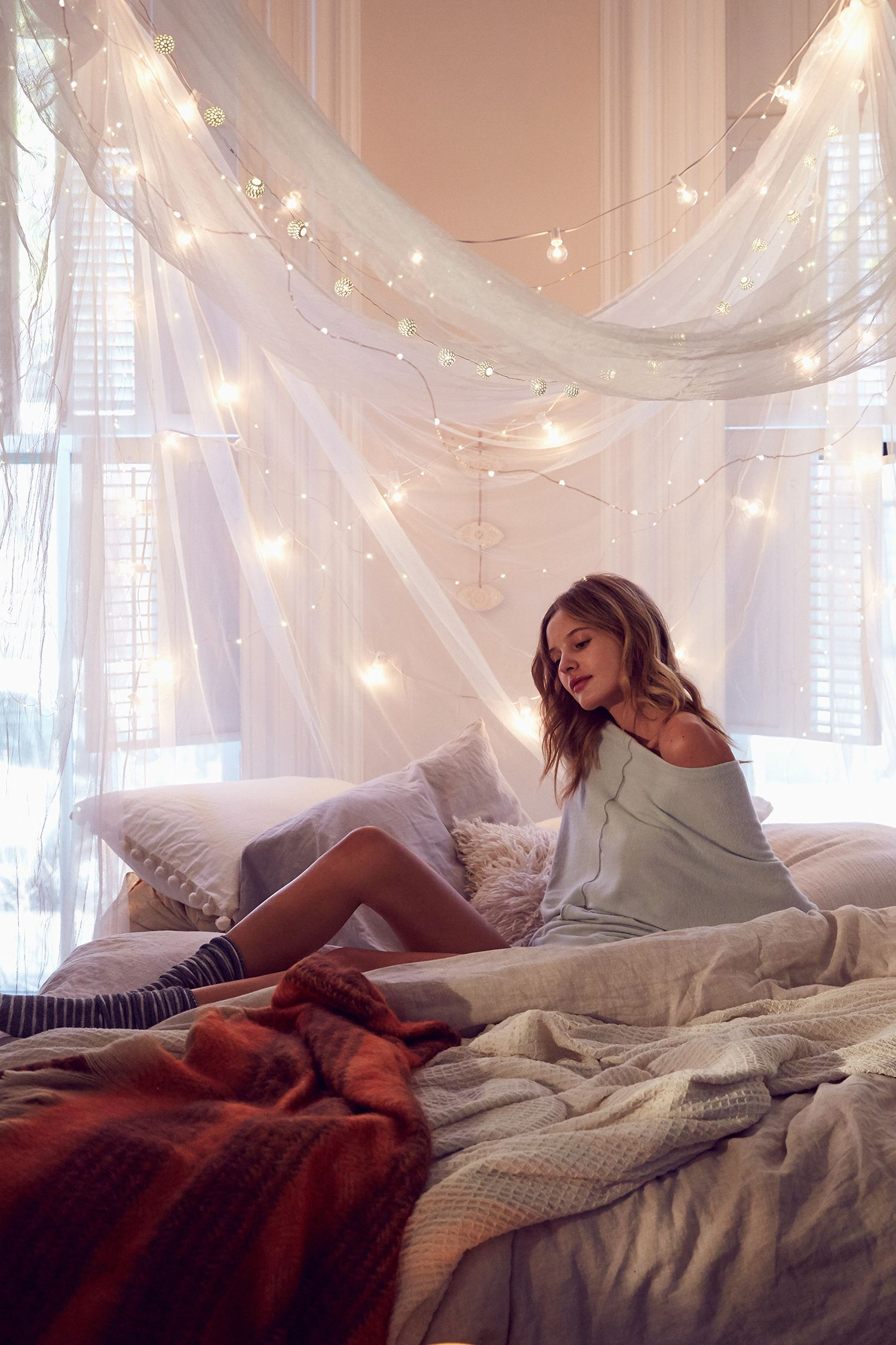 Lookbook snowed in urban outfitters lights cute places Urban outfitters bedroom lookbook