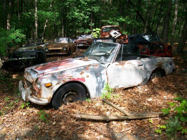 A great craigslist pic  | Gearheart | Datsun roadster, Rusty cars