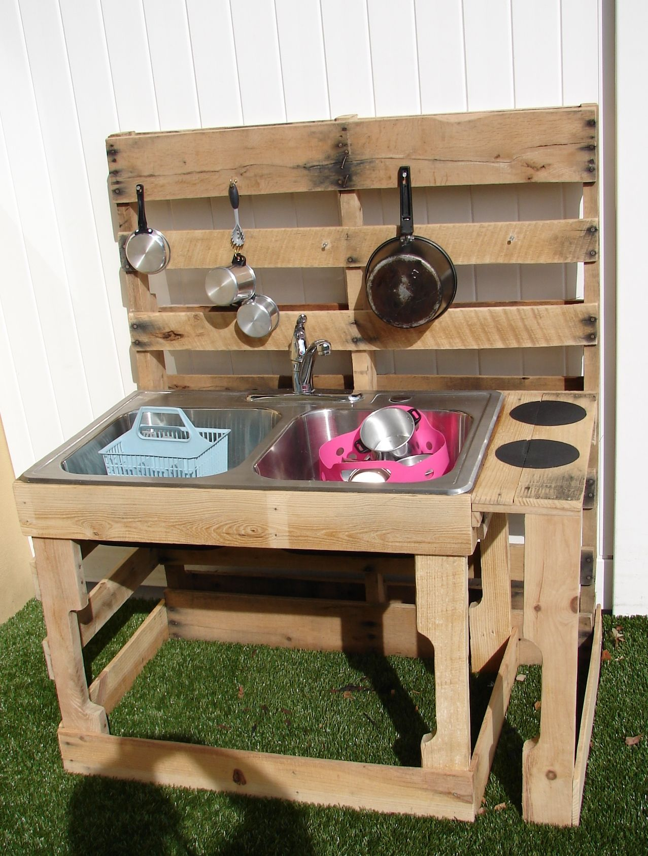 Pallet Outdoor Kitchen Bar Diy mud kitchen, Outdoor