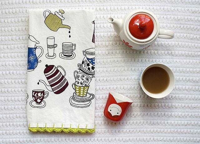 DIY: scalloped crochet edge tea towel