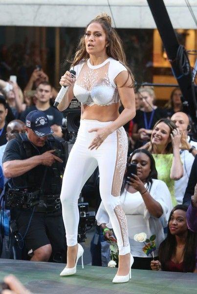 Jennifer Lopez Skinny Pants - Jennifer Lopez sealed off her look with white lace-panel skinny pants, also by La Perla.